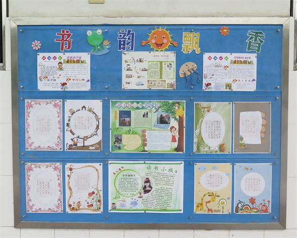 如,积极营造浓厚的班级文化,充分利用教室展板,空白墙面,走廊外墙
